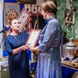 Партийцы поздравили коллектив музея в Тегульдете с 25-летием