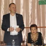 Валуйский депутат Сергей Попов подарил кинопроектор для местного общества инвалидов