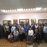 Выставку картин «Кистью и сердцем» открыли химкинские активисты партийного проекта «Культура малой Родины»