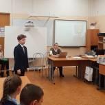 Партийцы поздравили юных чтецов школы №1002