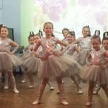 В ЦДТ «Стрекоза» организовали праздничный концерт для мам