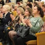 Единороссы поздравили мам