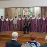 Ленинский район: Поздравление концертмейстера ансамбля «Жизнелюб» с юбилеем