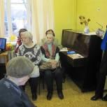 Единороссы организовали для королёвских пенсионеров посещение выставки