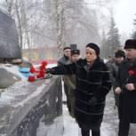 Партийцы почтили память погибших во время боевых действий