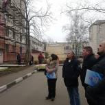 Бронницкие партийцы провели рейд по контролю за качеством ремонта в подъездах