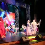 Партийцы в Ростове организовали новогодний праздник для детей с ОВЗ