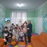 Подмосковная «Единая Россия» поздравила маленьких пациентов в Красногорской больнице с наступающими праздниками