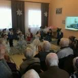 Железнодорожный район: единороссы поздравили людей старшего поколения