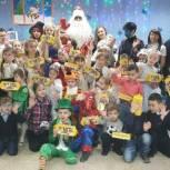 Максим Малахов и Виктория Голубева поздравили детей третьего микрорайона с наступающим Новым годом
