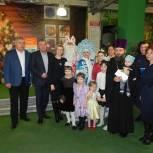 Депутаты поздравили многодетные семьи