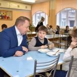 Единороссы Сергиева Посада обсудили организацию бесплатного горячего питания в начальных классах
