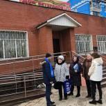 Люберецкие сторонники «Единой России» проинспектировали установку пандуса в Доме ветеранов