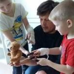 «Здоровое будущее»: Пациенты детской больницы учились управлять театральными куклами и создавать свой театр