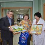 Шаховские партийцы приехали с подарками в отделение сестринского ухода