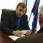 Специалист министерства энергетики и ЖКЖ Свердловской области провел прием граждан