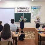 Наталья Логина подарила книги библиотекам трёх школ