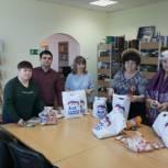 В поселке Пионерский по инициативе «Единой России» прошла благотворительная акция «Посылка солдату»