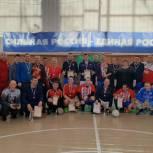 Местное отделение «Единой России» организовало турнир по мини-футболу среди команд-ветеранов