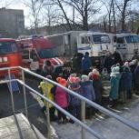 Смотр специальной техники МЧС и МВД устроили для школьников двух школ Хабаровска