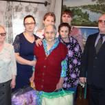 Единороссы поздравили с 90 – летним юбилеем двух жителей Визинги