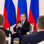 Медведев встретился с детьми-героями и волонтерами-спасателями