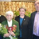 В Путятинском районе партийцы вручили юбилейную медаль участнице Великой Отечественной войны