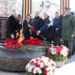 Члены фракции «Единая Россия» почтили память защитников Отечества