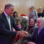 Георгий Свид вручил подарки труженикам тыла