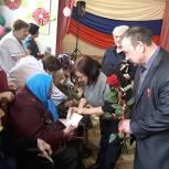 Людмила Агафонова вручила памятные награды представителям старшего поколения