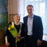 Аркадий Фомин вручил юбилейную медаль жительнице Шиловского района