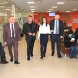 Максим Сураев осмотрел в Мытищах новый офис «Мои документы»
