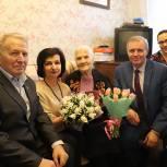 В Павловском Посаде партийцы поздравили ветерана Великой Отечественной войны с наступающим 8 марта