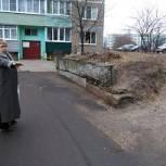 Партийцы проверили жилые кварталы Озёр на доступность для маломобильных групп населения