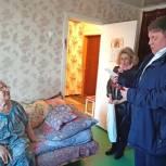 Агапов вручил юбилейную медаль 75-летия Великой Победы ветерану из Заводского района Саратова