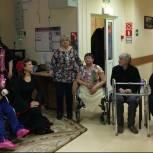 Дубненские партийцы организовали концерт в доме-интернате для граждан пожилого возраста