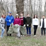 В рамках субботника Волжские партийцы собрали больше 200 мешков мусора на прибрежной территории озера Круглое