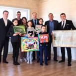 Семья с восемью детьми из Армизона получила ключи от нового дома