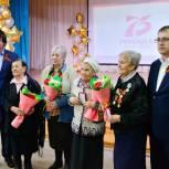 Глава Тобольска Максим Афанасьев вручил медали труженицам тыла