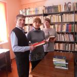 Партийцы в режиме онлайн рассказали школьникам о Победе и представили книги о героях-петровчанах