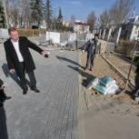 Каширские депутаты-единороссы проконтролировали реконструкцию памятника в рамках акции «Помним!»