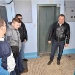 Единороссы Сергиева Посада проконтролировали дезинфекцию подъездов многоквартирных домов
