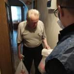 Активисты волонтерского центра «Единой России» начали работу по оказанию помощи балаковским пенсионерам