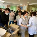 Кирилл Тимашков и Александр Легков привезли защитные маски для медиков Красноармейска