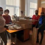 Волонтеры «Единой России» помогают пожилым людям с доставкой продуктов и решением текущих вопросов