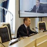 Аркадий Фомин призвал депутатов продолжить волонтерскую работу и поддержать медиков