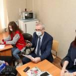 Губернатор принял участие в работе волонтерских штабов