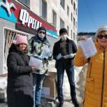 Депутаты «Единой России» в  Магадане проводят акцию по раздаче медицинских масок