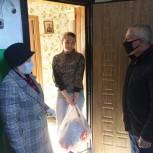 Волонтеры местных отделений помогают многодетным родителям и пожилым людям