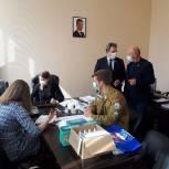 Валерий Лидин и Иван Фирюлин передали волонтерам средства индивидуальной защиты
